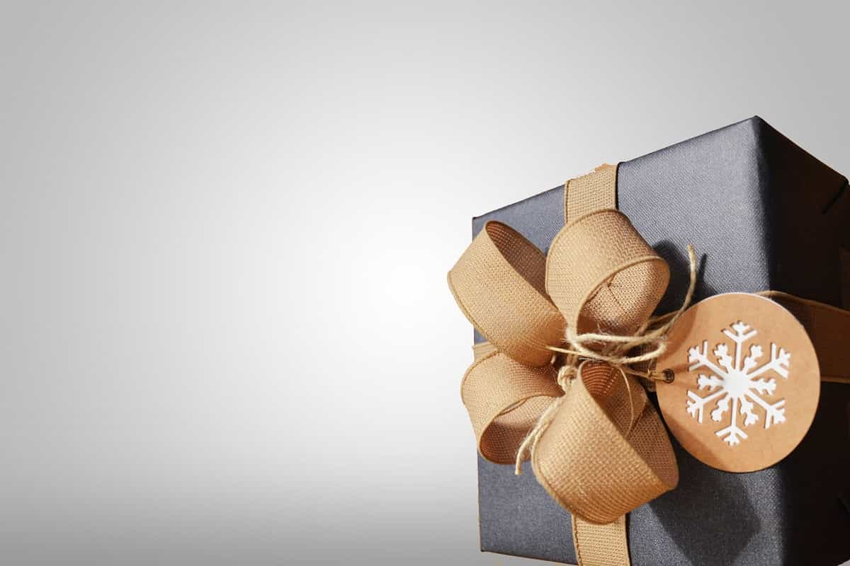 Know Which Type of Corporate Gifts Should You Choose for Business Clients